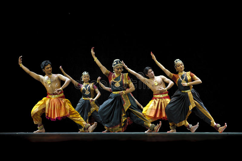 Danseurs folkloriques indiens photographie stock libre de droits