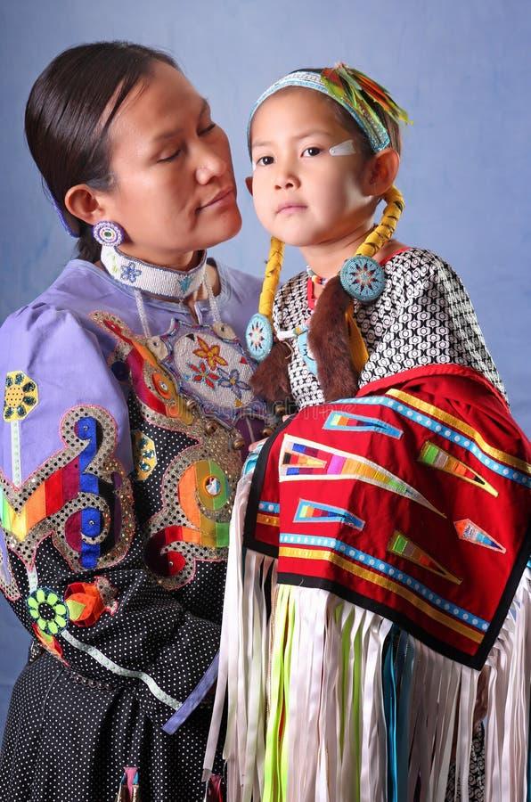 Danseurs indigènes au musée entendu image stock