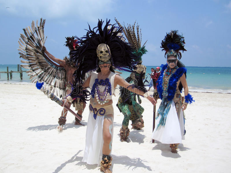 Danseurs mexicains traditionnels images stock