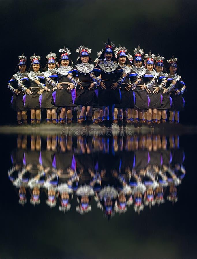 Danseurs nationaux chinois de groupe image libre de droits