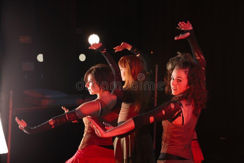 Danseurs sur l'étape photographie stock libre de droits