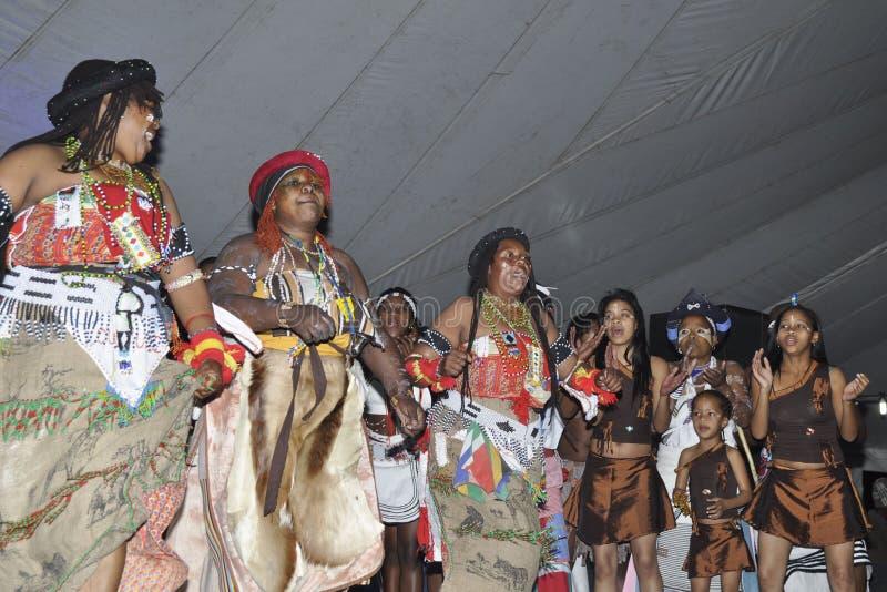 Danseurs traditionnels photographie stock libre de droits