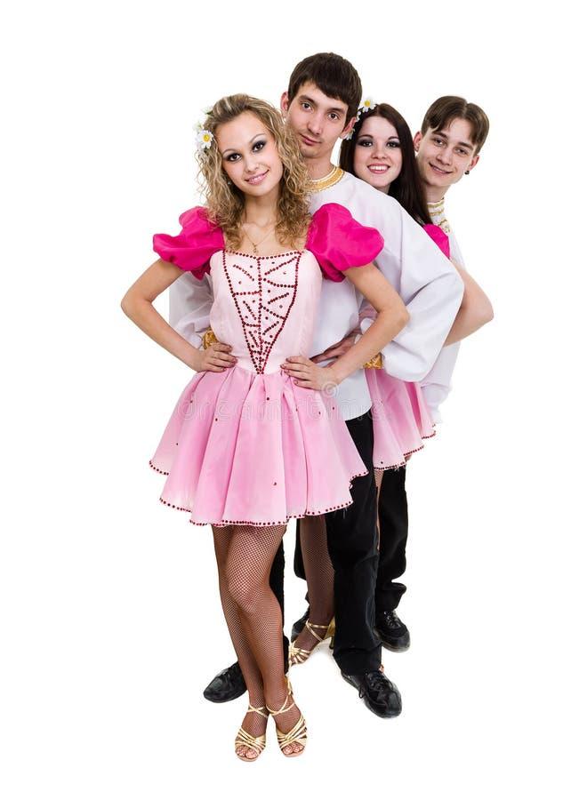 Dansez l'équipe portant une pose russe folklorique de costume photos stock