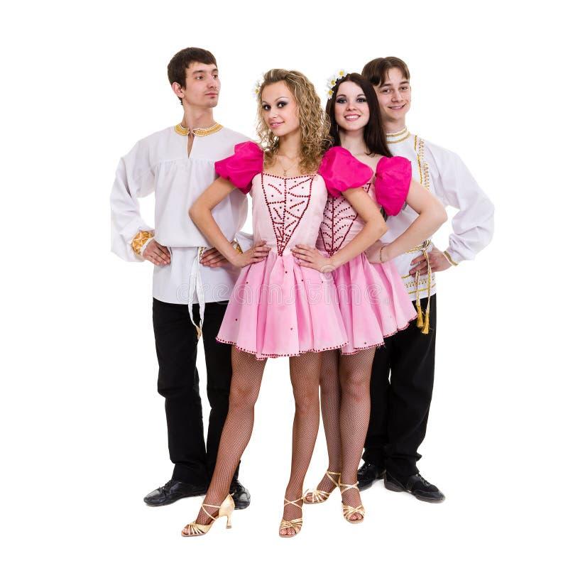 Dansez l'équipe portant une pose russe folklorique de costume images libres de droits