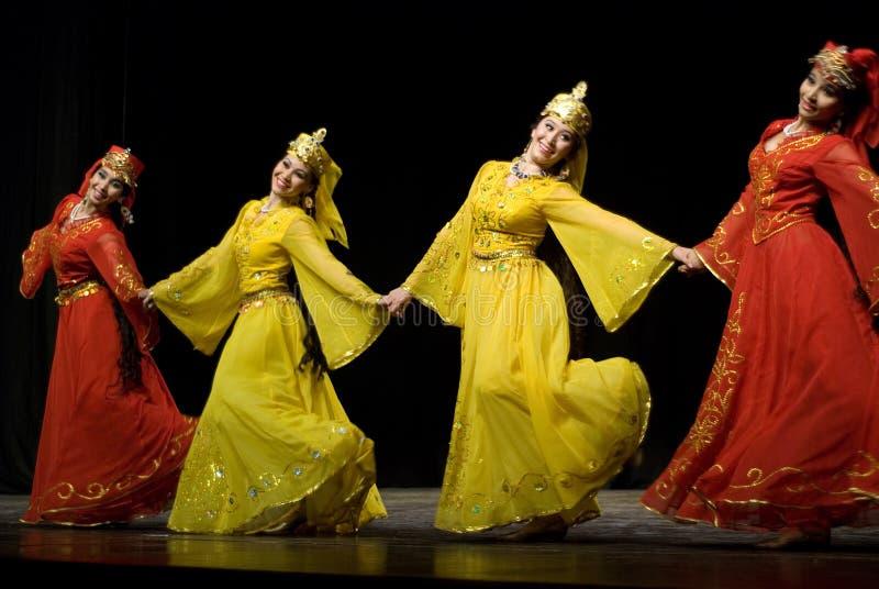 dansfolk uzbekistan arkivfoton