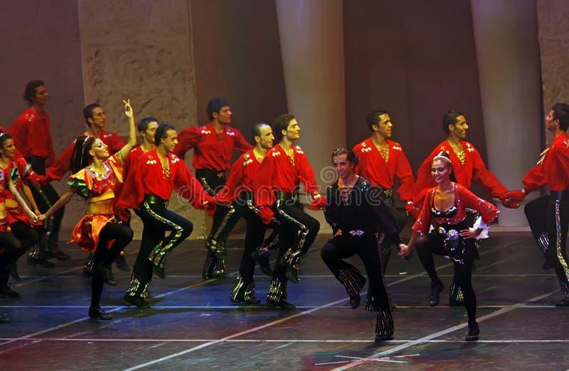 dansshow arkivbilder