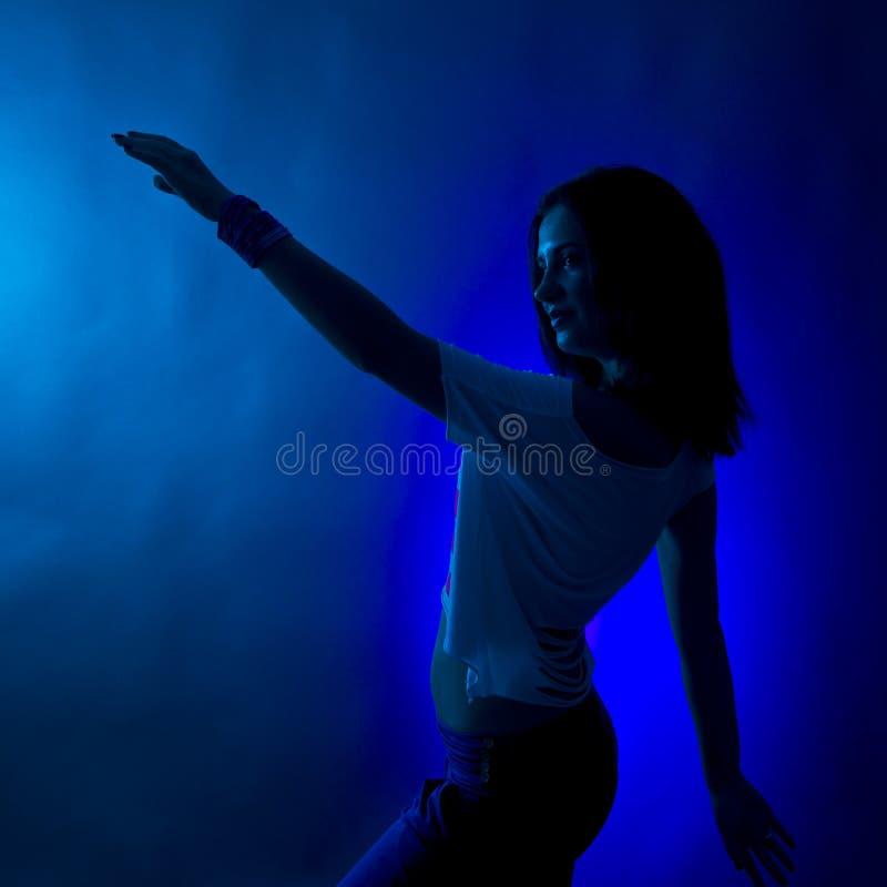 danssilhouettekvinna royaltyfri foto