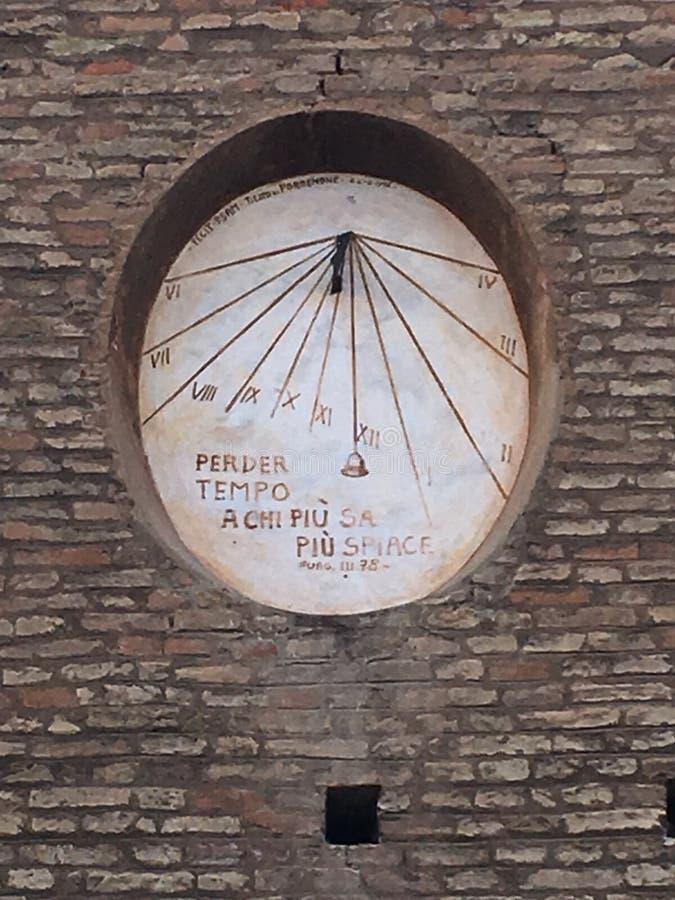 Dante's solur i Ravenna & x28; ITALY& x29; , la Meridiana di Dante en Ravenna arkivbilder