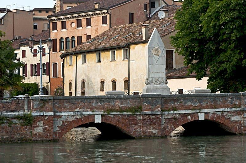 Dante Alighieri Bridge het district in van Treviso, Veneto Italië royalty-vrije stock foto's