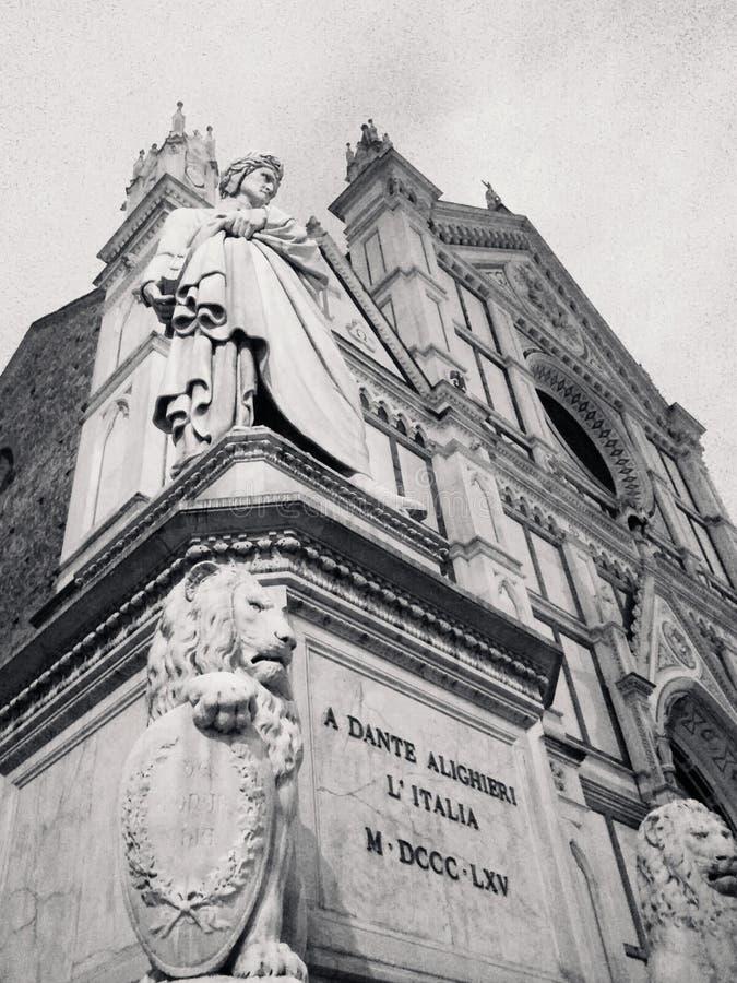 Dante Alighieri en el fron de la basílica de la cruz santa foto de archivo libre de regalías