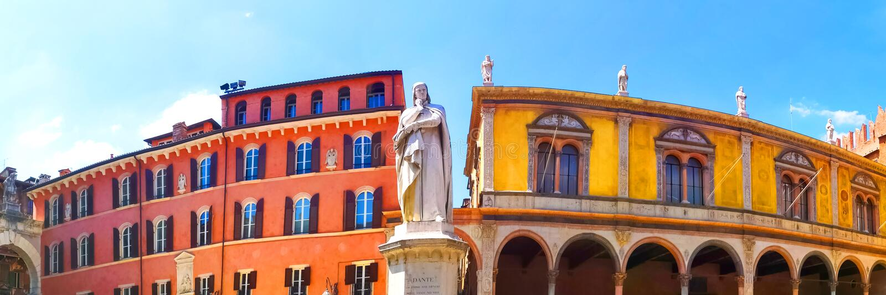 Dante Alighieri, estatua en un cuadrado de Verona fotos de archivo libres de regalías