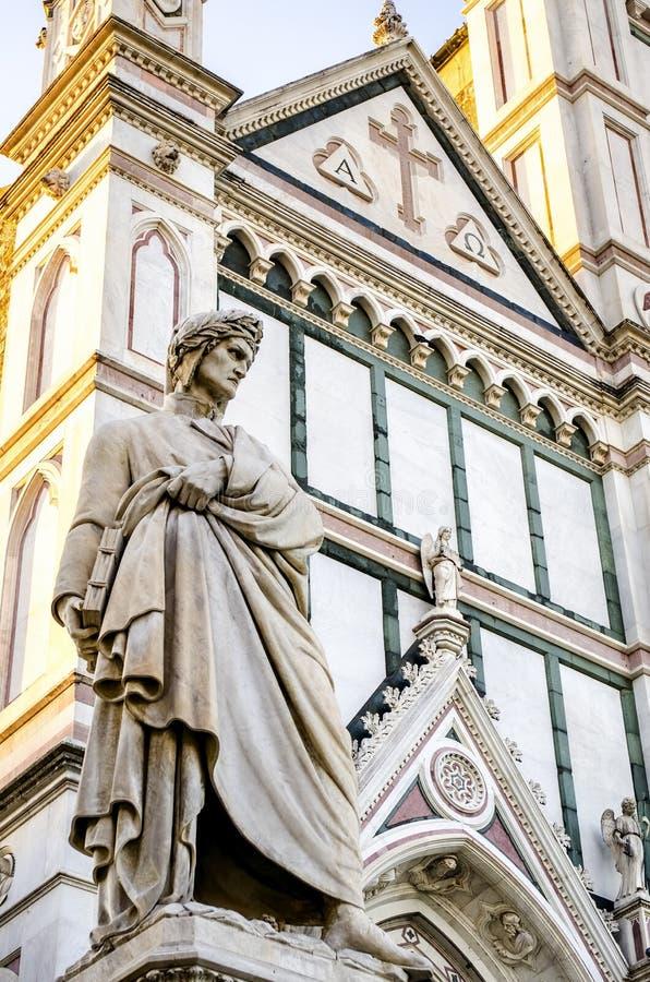 Dante Alighieri-standbeeld in Santa Croce-vierkant in Florence, Italië stock foto