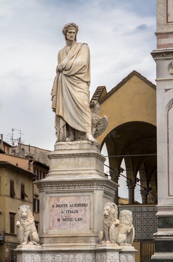 Dante Alighieri-standbeeld in Santa Croce-vierkant in Florence, Italië stock fotografie