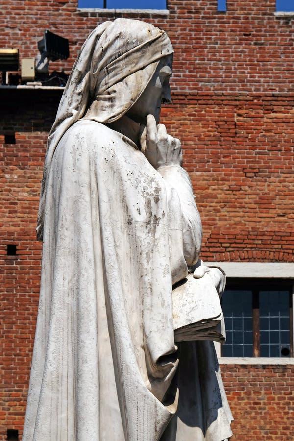 Dante Alighieri Statue bij Piazza dei Signori in Verona stock fotografie