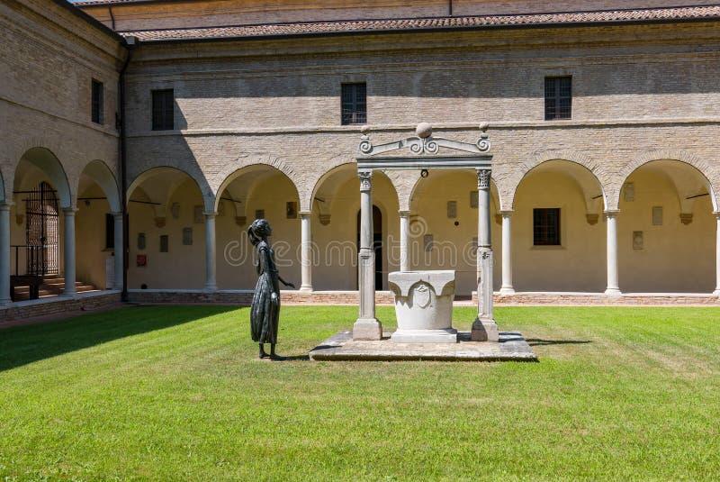 Dante Museum van Ravenna, interne binnenplaats stock afbeeldingen