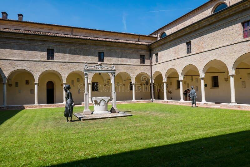 Dante Museum van Ravenna, interne binnenplaats royalty-vrije stock afbeelding