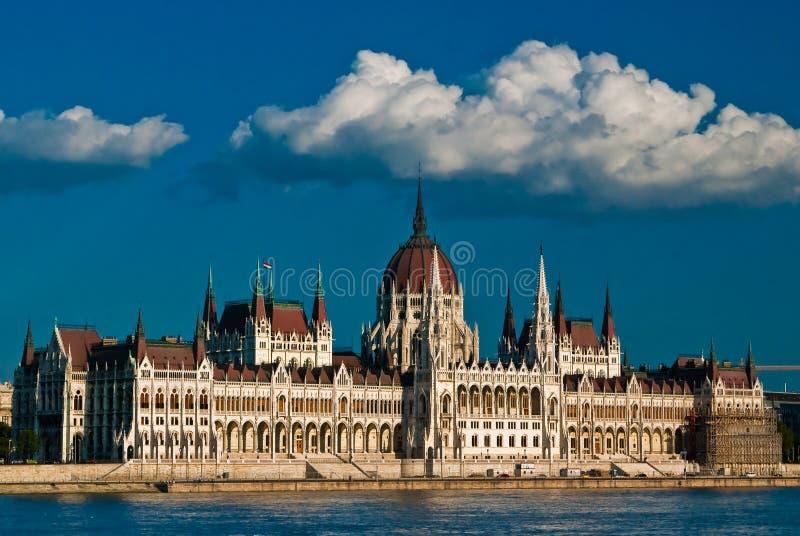 danube över parlamentsikt fotografering för bildbyråer
