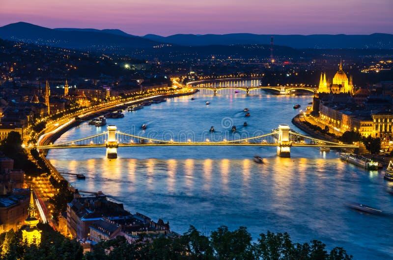 Danube River i Budapest, Szechenyi Chain bro arkivfoto
