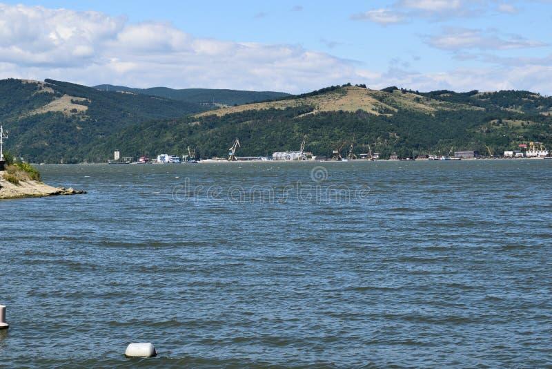 Danube River rumänsk sida royaltyfri foto