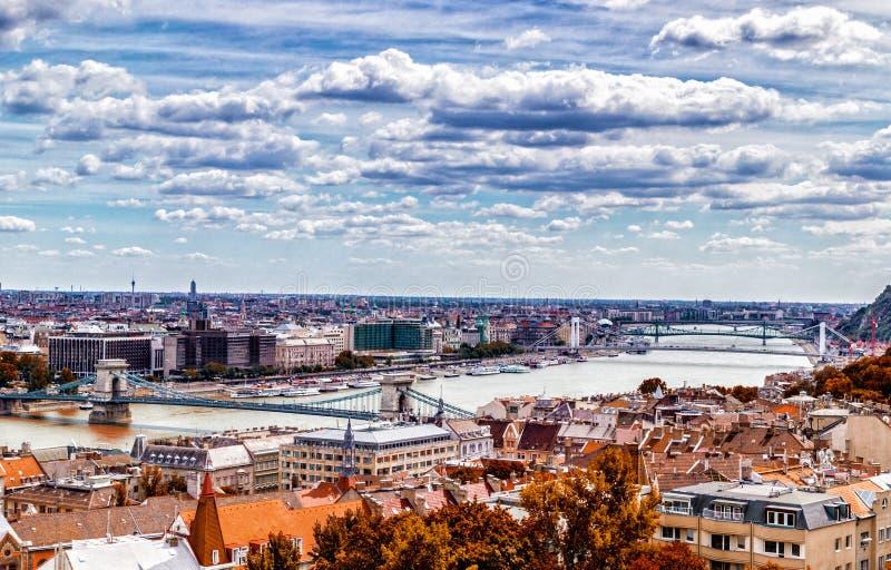Danube rzeka biega przez Budapest zdjęcie stock