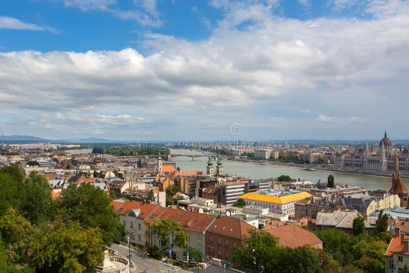 Danube rzeka i Margaret most, widok od tarasu rybaka bastion, Budapest, Węgry zdjęcie stock