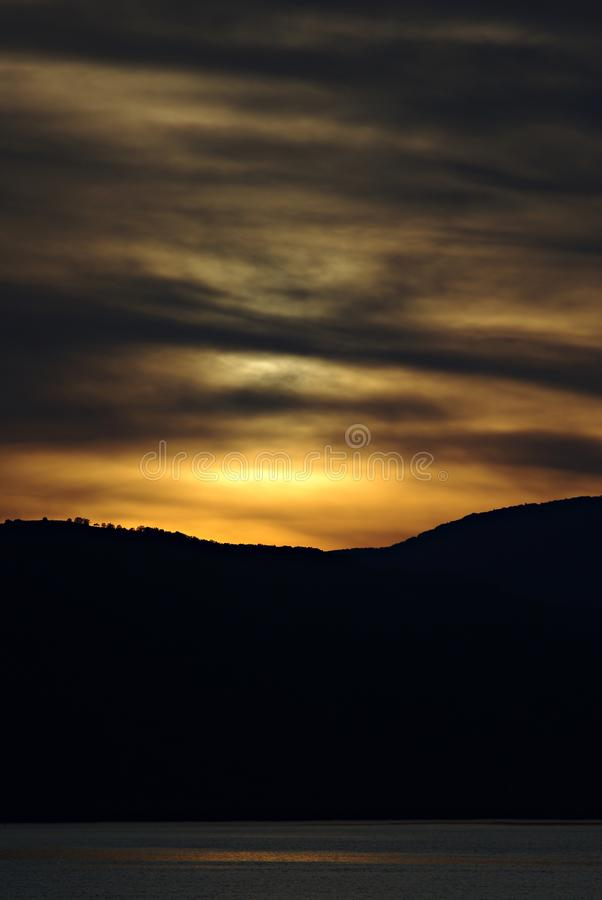 Danube zmierzch z Chmurnym niebem zdjęcia royalty free