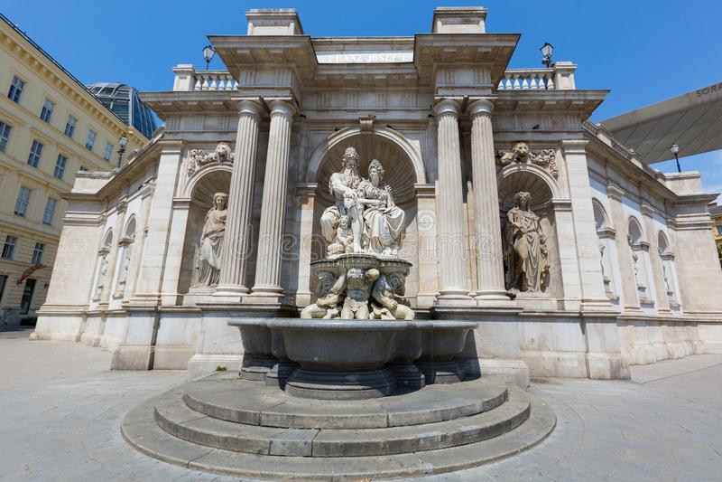 Danubius喷泉,在阿尔贝蒂娜博物馆叫Danubiusbrunnen用德语,在维也纳,奥地利 免版税库存图片