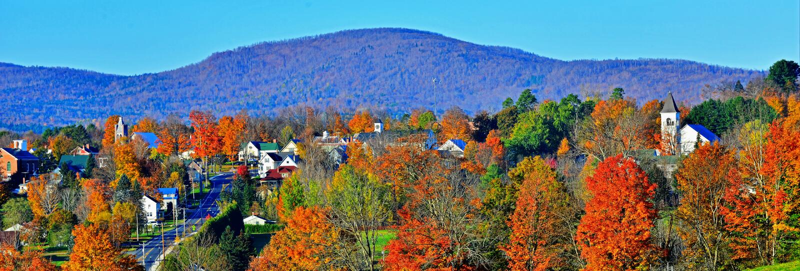 Danville rural Vermont remetido lejos las montañas verdes coloridas HDR imagen de archivo
