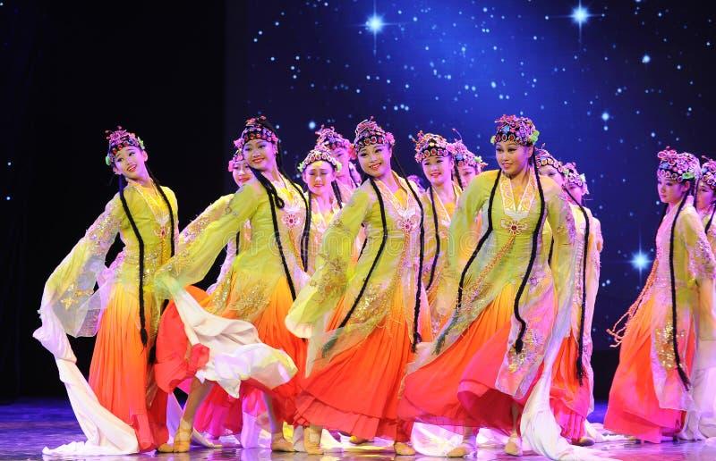 Danza clásica china del palacio - todas las flores florezca junto - danza de la ópera de Pekín fotografía de archivo libre de regalías