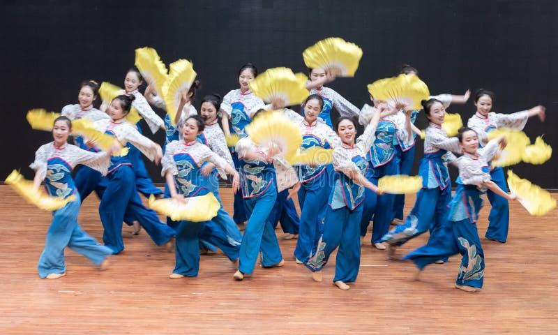 Danza de la cosecha de la muchacha 6-Tea de la cosecha del té - ensayo de enseñanza en el nivel del departamento de la danza fotos de archivo libres de regalías