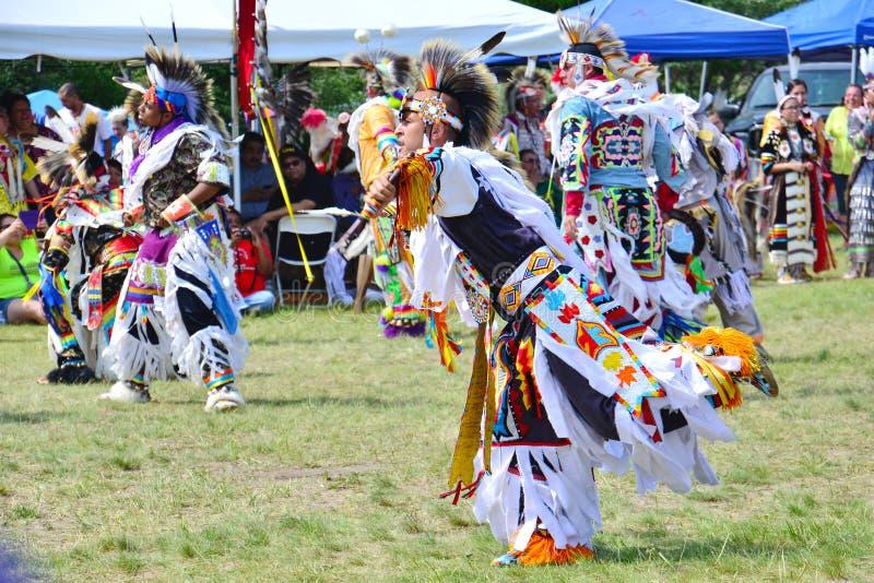 Danza de la hierba del nativo americano fotografía de archivo