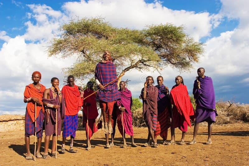 Danza de Massai foto de archivo
