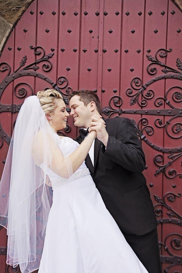 Danza de novia y del novio imagen de archivo libre de regalías