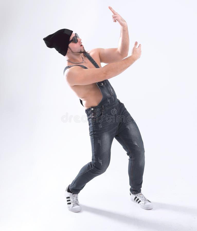 Danza de rotura agradable del baile del hombre en el estudio Aislado en blanco imagenes de archivo
