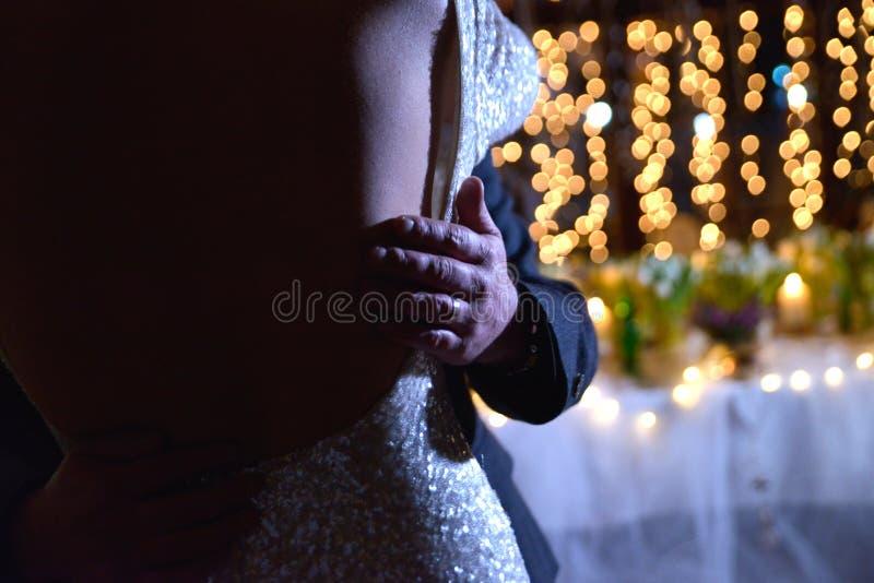 danza de una novia y de un novio fotografía de archivo libre de regalías