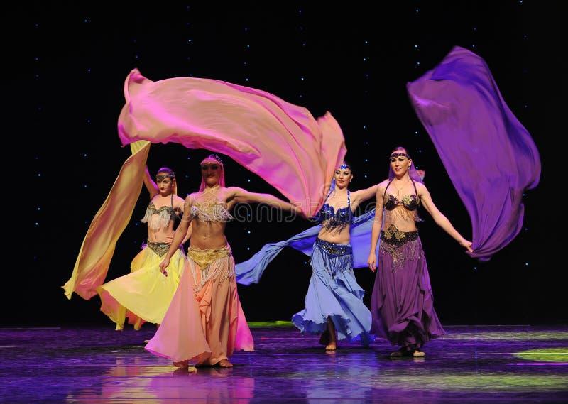 Danza del mundo de seda-Turquía del vientre de Austria coloreada dinámica de la danza- fotos de archivo