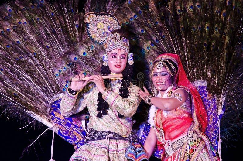 Danza del pavo real durante festival del desierto en Jaisalmer, Rajasthán, la India imágenes de archivo libres de regalías