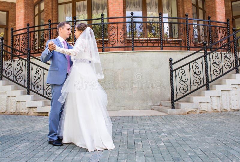 Danza hermosa de la boda imagen de archivo libre de regalías