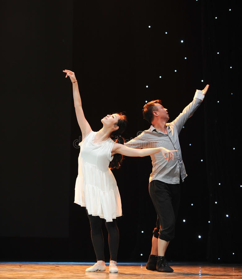 Danza moderna: amor imagen de archivo