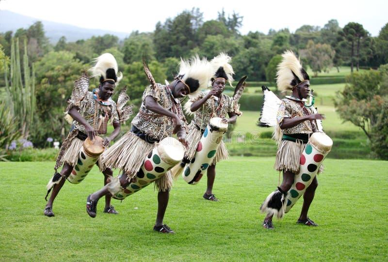 Danza popolare tradizionale africana al safa del monte Kenya fotografia stock