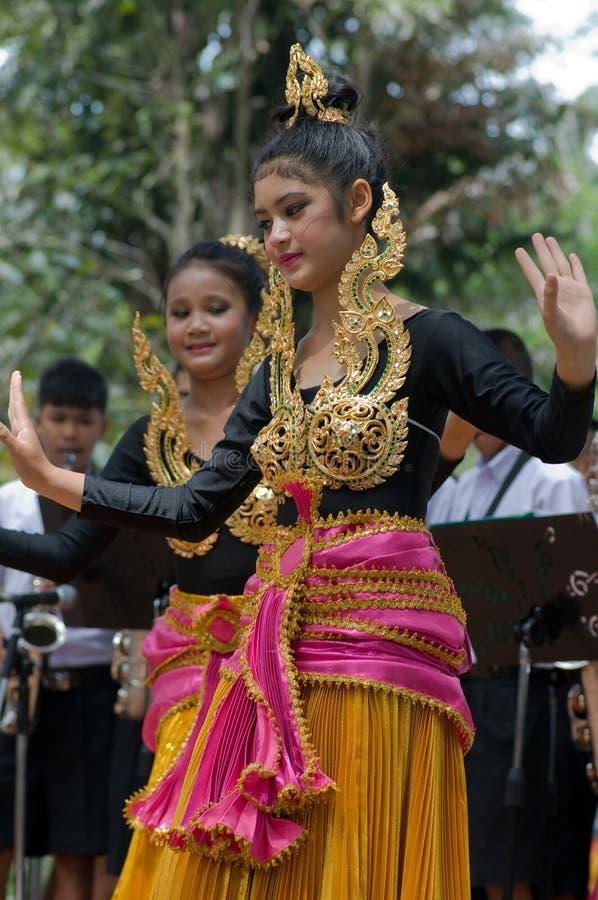 Danza popular tailandesa imagen de archivo libre de regalías