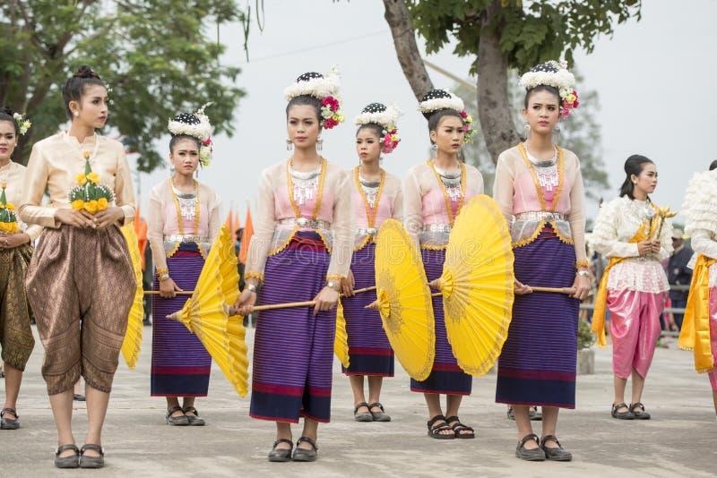 DANZA TAILANDESA DE LA TRADICIÓN DE TAILANDIA BURIRAM SATUEK foto de archivo libre de regalías