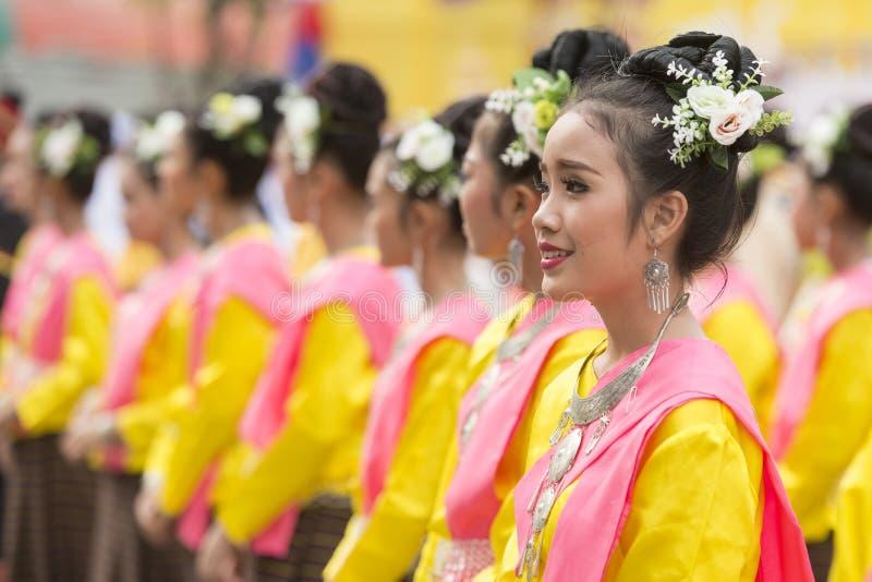 DANZA TAILANDESA DE LA TRADICIÓN DE TAILANDIA BURIRAM SATUEK fotos de archivo libres de regalías