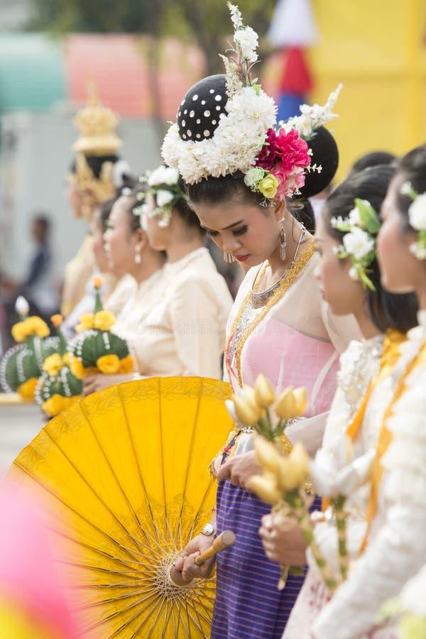 DANZA TAILANDESA DE LA TRADICIÓN DE TAILANDIA BURIRAM SATUEK fotos de archivo