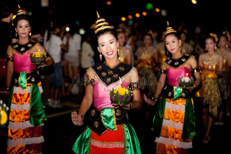 Danza tradicional tailandesa fotos de archivo