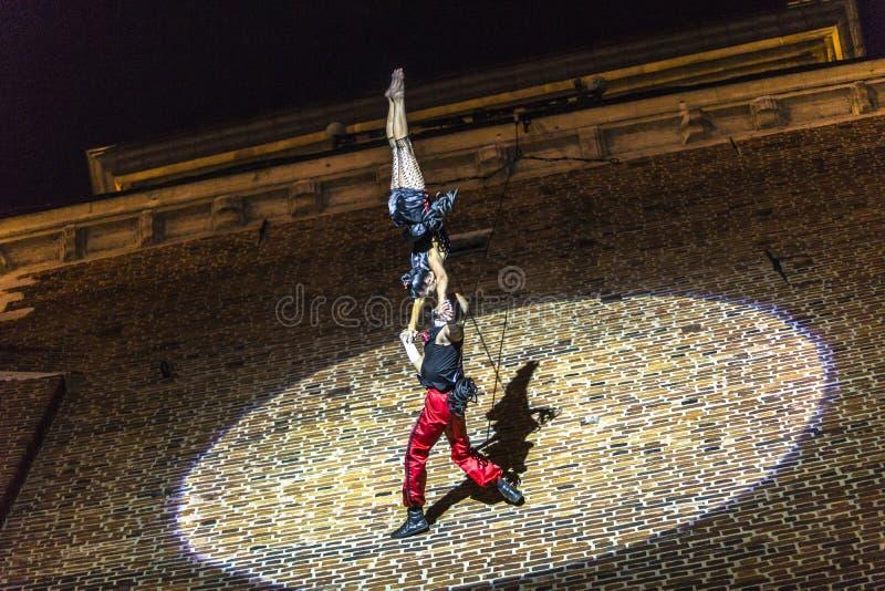 Download Danza Vertical Del Teatro De La Calle Fotografía editorial - Imagen de pasillo, each: 42441547