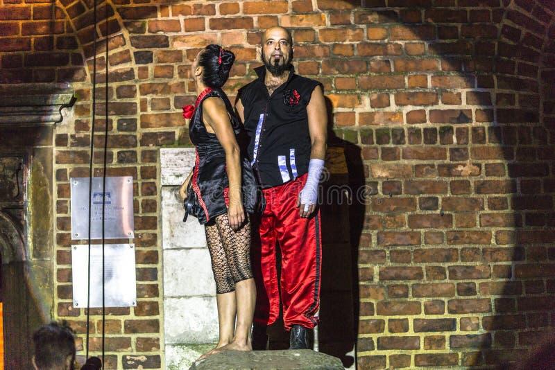 Download Danza Vertical Del Teatro De La Calle Imagen de archivo editorial - Imagen de acontecimiento, each: 42441714