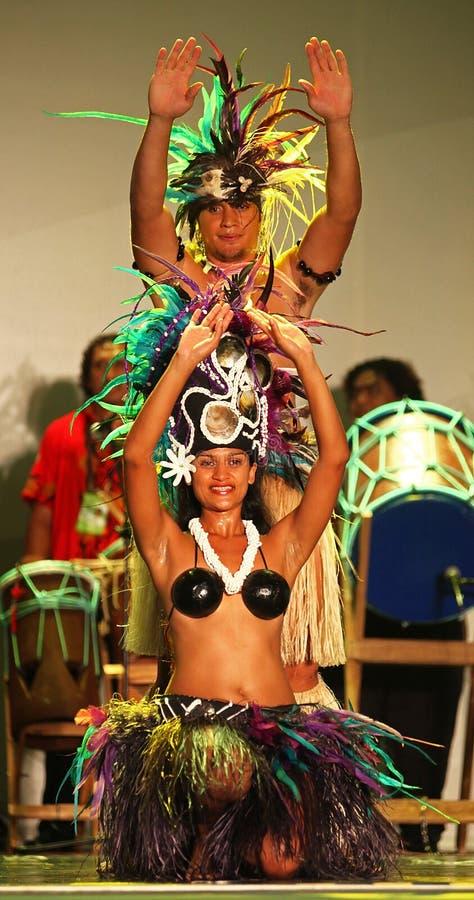 Danzas tradicionales de las islas de cocinero imágenes de archivo libres de regalías