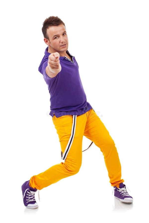 Danzatore che propone e che indica voi immagine stock libera da diritti