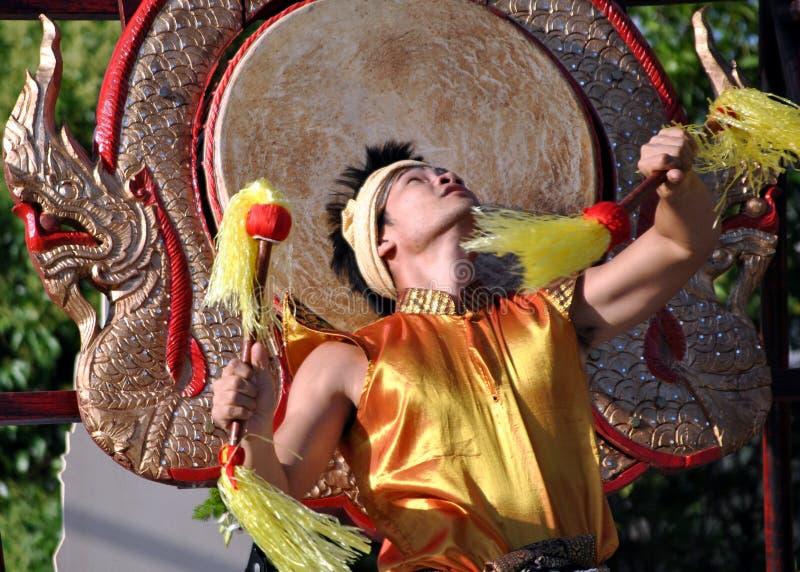 Danzatore di Thailandese - ballo del tamburo immagini stock